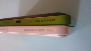 Speed WiFi NEXT W04とW03の厚さを比較